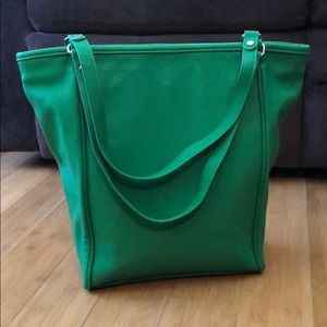 NWOT Thirty-One Daring Abbey Gatsby's Green Pebble